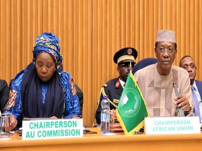Idriss Déby garde la main sur l'Afrique des dictateurs: il quitte la présidence de l'UA, mais place son poulain Moussa Faki à la tête de la Commission