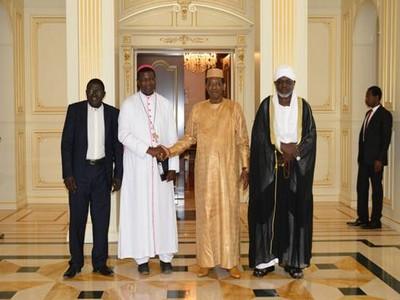 Tchad: les trois leaders religieux reçus par le Président Idriss Déby à la demande du nouvel archevêque de N'Djaména, Mgr Edmond Djitangar