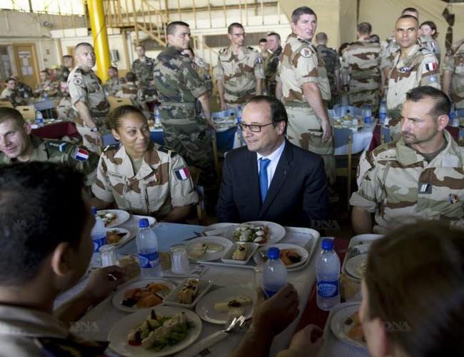 Le Premier ministre français Cazeneuve attendu jeudi au Tchad pour y rencontrer les soldats de l'opération Barkhane