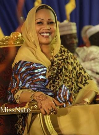 Tchad: la Première Dame Hinda Déby Itno assure ses arrières et lorgne avec insistance le fauteuil présidentiel