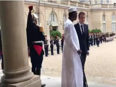 Le dictateur tchadien Idriss Déby reçu par Emmanuel Macron en catimini pour le «suivi des décisions du G5 Sahel»