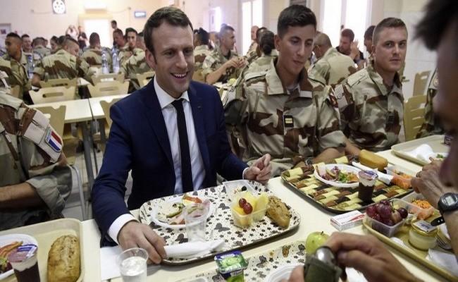 Macron fête Noël avec les soldats de la force Barkhane: le Président français se rend vendredi et samedi au Niger, mais évite le dictateur tchadien