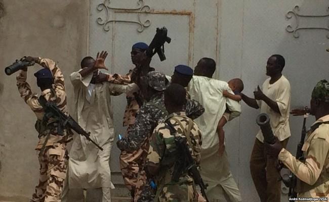 Au Tchad, le cyberactiviste Mayadine Mahamat Babouri se fait tabasser par deux ministres «délinquants» selon la CTDDH