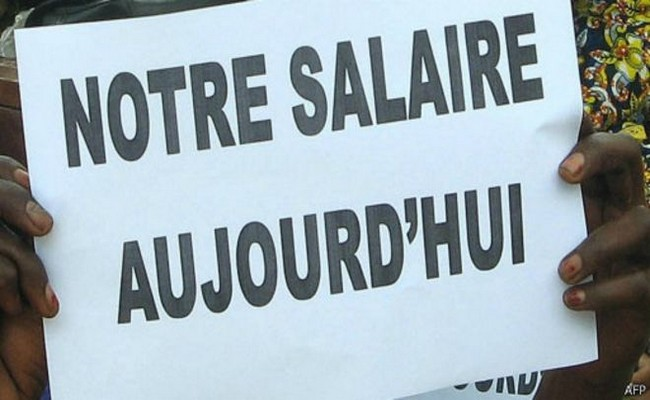Deux poids, deux mesures au Tchad: le Président Déby met fin aux ponctions sur les soldes des militaires, mais pas pour les fonctionnaires