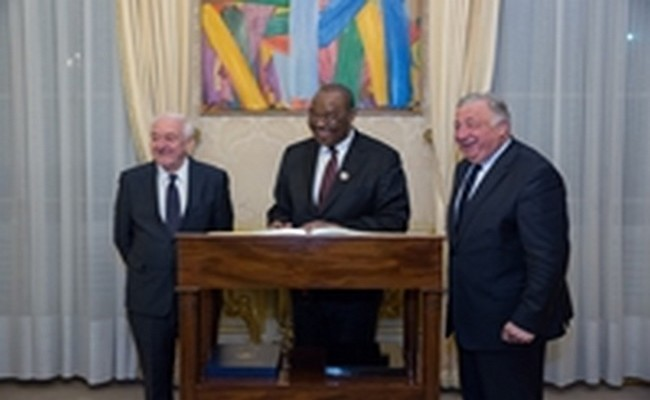 Dialogue politique au Tchad: après l'échec de la médiation de l'ONU, une délégation du Sénat français pour amener Idriss Déby à la table des discussions ?