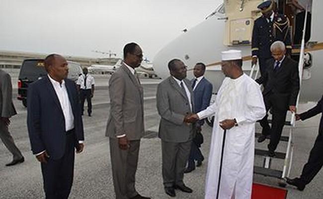 Le Président Idriss Déby au chevet de la crise libyenne à Paris en confiant la crise sociale au Tchad à un ministre non assermenté