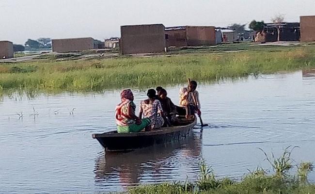 Tchad: des graves inondations à N'Djaména où l'on se déplace en pirogue dans les quartiers