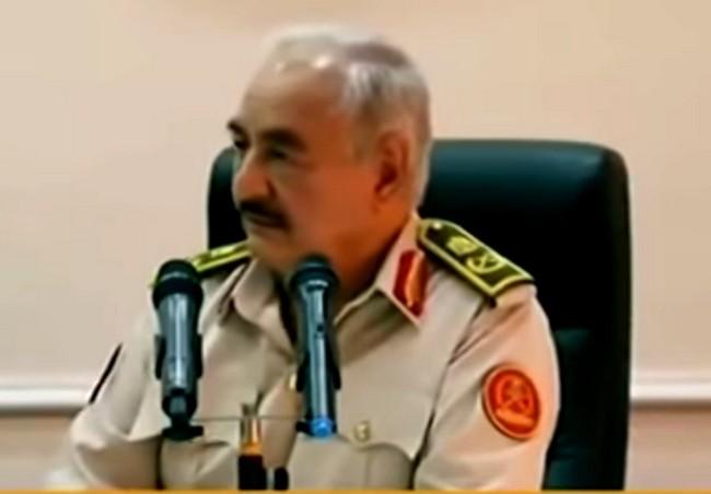 Libye: Khalifa Haftar, l'ami d'Idriss Déby, menace l'Algérie d'une guerre