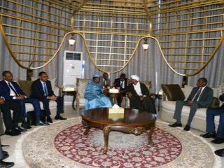 Tchad: escale technique du Président Déby à Khartoum