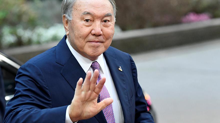 Au Tchad, Idriss Déby va-t-il suivre l'exemple du Président Kazakh Noursoultan Nazarbaïev ?