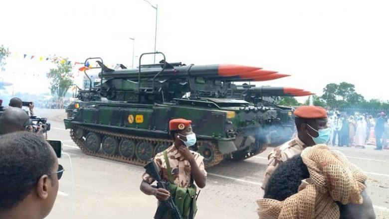 Pour les 61 ans du Tchad, la junte militaire montre les dents