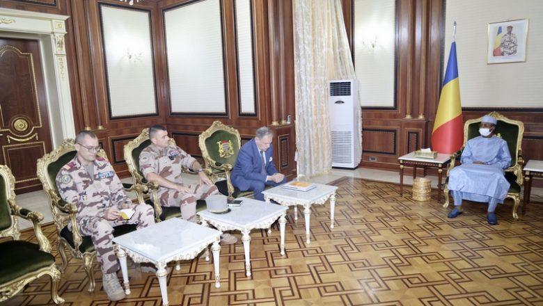 Au Tchad, le Chef de la junte militaire reçoit le nouveau Commandant de la force française Barkhane