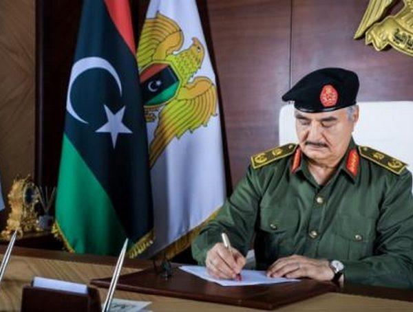 En Libye, Khalifa Haftar prend trois mois de congé de son poste militaire pour se présenter à l'élection présidentielle